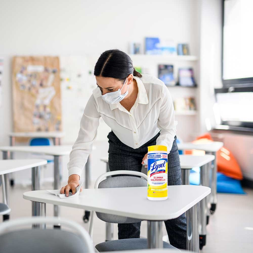 Desinfecta tu ropa con Lysol Laundry Sanitizer